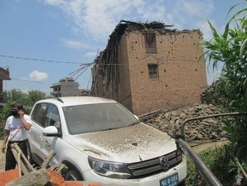GIZ staff facing a second earthquake while distributing hygiene kits