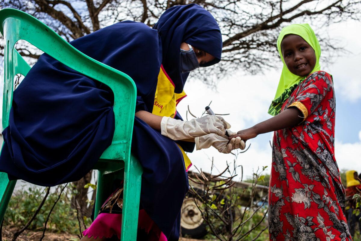 Marking a child's fingernail following vaccination