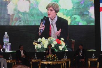Marlis Sieburger facilitating panel discussion