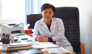 Dr Damira Seksenbaeva, a freelance consultant in the field of maternal health, is one of 15 clinicians who train medical teams from across Kyrgyzstan in new clinical guidelines for emergency obstetric care.
